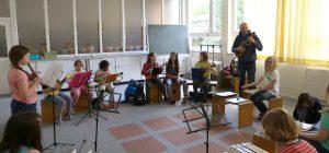 Das Schulorchester probt